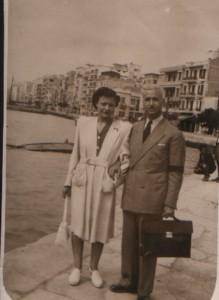 Με τον σύζυγό της Ν. Ανδριώτη στη Θεσσαλονίκη το 1947
